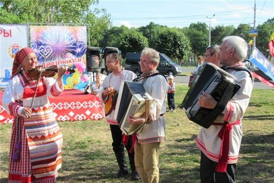 В сквере «Овас» выступили творческие коллективы XXVII Всероссийского фестиваля «Родники России»