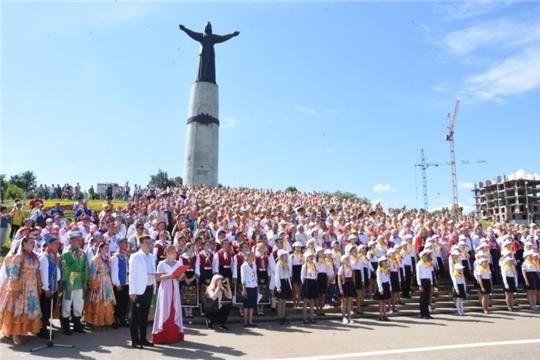 В День республики в Чебоксарах спел большой сводный хор и прошел конкурс «Играй гармонь»