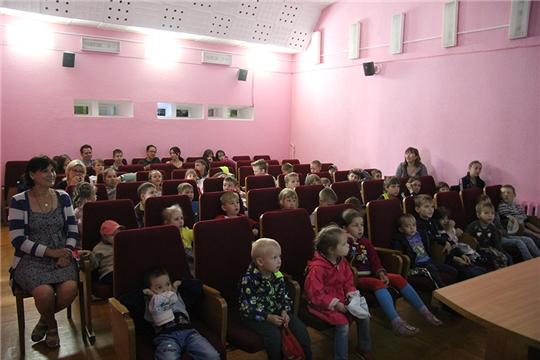 В кинозале «Чувашкино» прошел традиционный показ фильмов в рамках Дня семьи. любви и верности