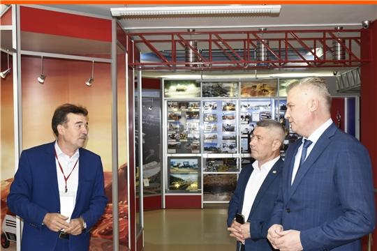 Министр культуры, по делам национальностей и архивного дела Чувашской Республики посетил Научно-технический музей истории трактора