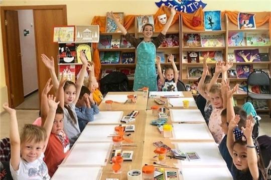 В Чувашской республиканской детско-юношеской библиотеки проходит курс по рисованию «Перевернем Этот Мир»