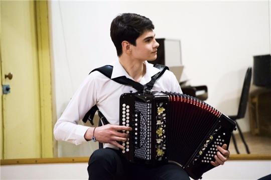 Студент Чебоксарского музыкального училища Павел Парфенов стал обладателем премии для поддержки талантливой молодежи за счет средств гранта Президента Российской Федерации