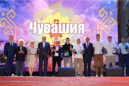 Глава Чувашии Михаил Игнатьев принял участие в торжественной церемонии награждения победителей Международного фестиваля фейерверков «АСАМАТ»