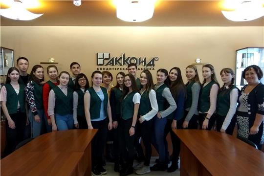 Учащиеся агрокласса Урмарского района побывали на кондитерской фабрике «Акконд»