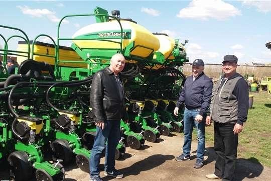 Сергей Артамонов ознакомился с ходом проведения весенне-полевых работ в Вурнарском районе