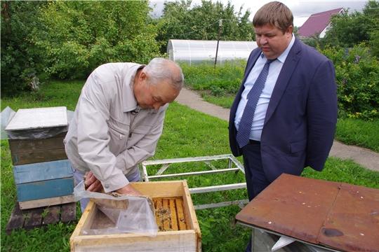 Заместитель министра сельского хозяйства Чувашской Республики Денис Паспеков встретился с пчеловодами Цивильского района.
