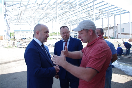 Сергей Артамонов ознакомился с работой Новочурашевского молочного завода