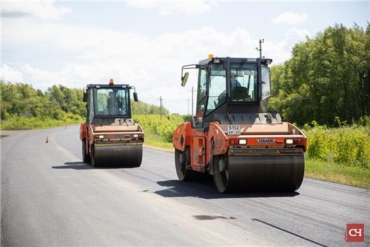 В селах Чувашии строят новые дороги и разбираются с мусорным вопросом