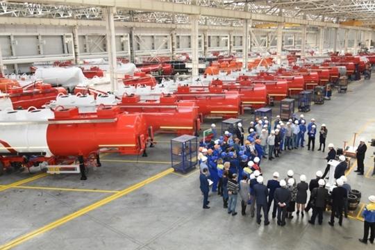 Михаил Игнатьев ознакомился с реализацией программы повышения производительности труда в ЗАО «ЧП «Сеспель»