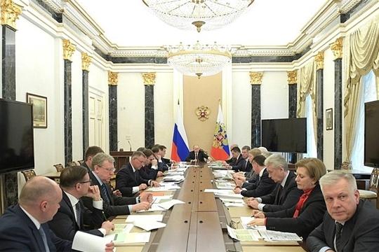 Министр труда России Максим Топилин доложил о мерах социальной поддержки ветеранов Великой Отечественной войны
