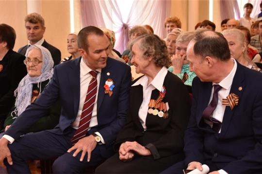 Михаил Игнатьев поздравил с Днем Победы ветеранов Великой Отечественной войны