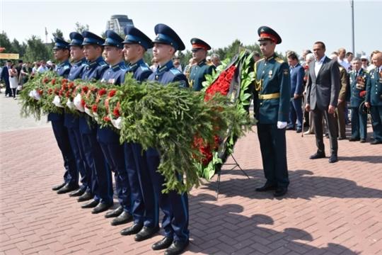 В День памяти и скорби Глава Чувашской Республики Михаил Игнатьев возложил венок к Вечному огню