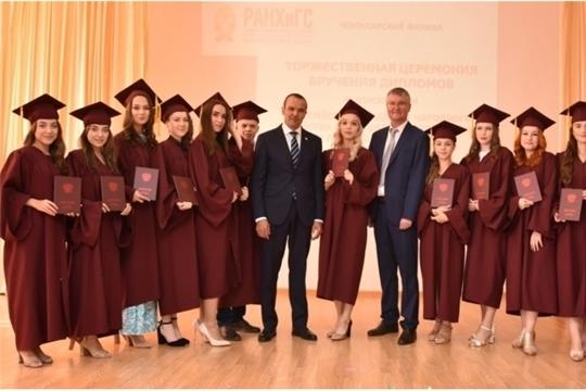 Глава Чувашской Республики вручил дипломы выпускникам Чебоксарского филиала РАНХиГС