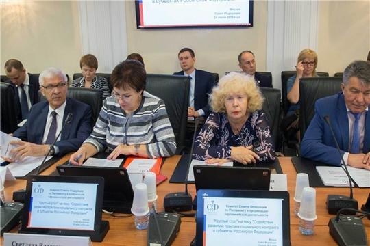 Министр Сергей Димитриев принял участие в работе «Круглого стола» на тему «Содействие развитию практики социального контракта в субъектах РФ»