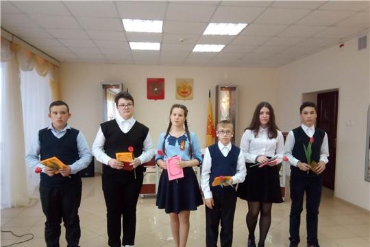 В Вурнарском районе молодым людям вручили их первые паспорта