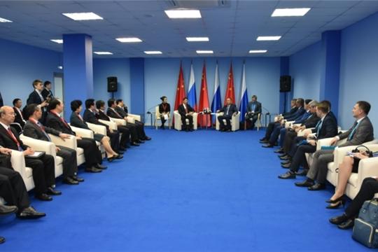 В рамках третьего заседания по межрегиональному сотрудничеству в формате «Волга-Янцзы» состоялась встреча глав делегаций в узком составе