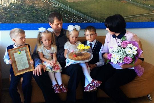 Многодетным семьям Новочебоксарска торжественно вручили сертификаты на земельные участки