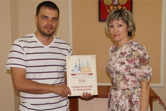 В преддверии Международного дня защиты детей в Ленинском районе зарегистрирован 600-ый новорожденный