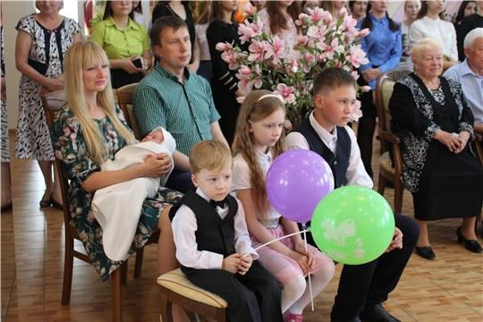 В органах ЗАГС Чувашии продолжаются мероприятия по укреплению семейных ценностей