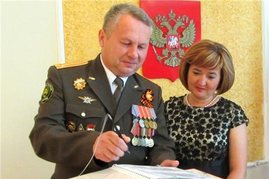 """В отделе ЗАГС администрации г.Шумерля поздравили """"серебряных"""" юбиляров семейной жизни"""