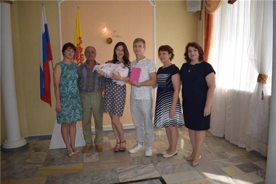 Молодые супруги Назаровы прошли обет «посвящение в родители» в «зале семейных торжеств» отдела ЗАГС города Алатыря