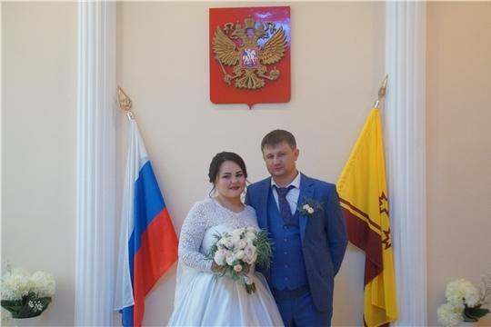 Чебоксарам – 550: в Калининском районе зарегистрирована 200-я супружеская пара года