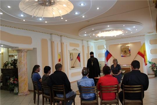 В Ядрине в рамках проекта «Сохраним семью» состоялась встреча протоиерея Сергия с молодыми парами, желающими вступить в брак