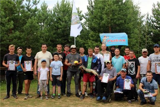 """В Моргаушском районе прошел новый рыболовный фестиваль """"Моргаушская заруба"""" на плотине д. Ятманкино: рыбак за рыбаком  к плотине подтянулся за рыбой"""