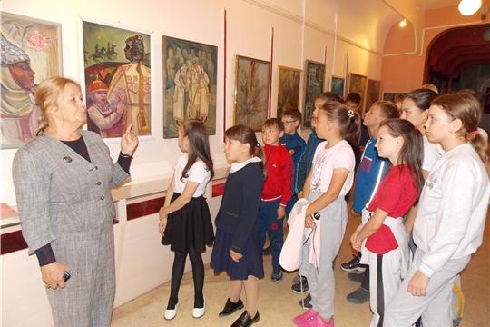 В Музее верховых чувашей состоялось открытие выставки художника, члена Союза чувашских художников Инны Васильевны Лялиной «Халăх юррин янравĕ»