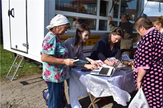 Специалисты центральной Межпоселенческой библиотеки выехали к жителям деревни Хорнкасы с внестационарным библиотечным обслуживанием