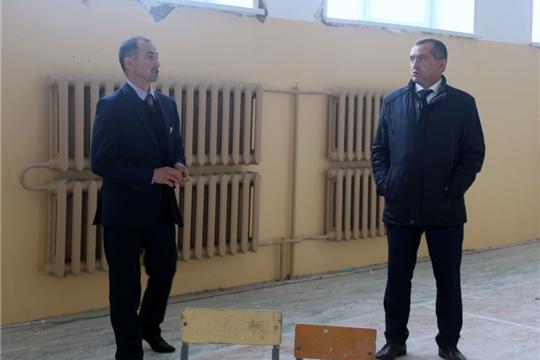 Глава администрации района Ростислав Тимофеев проинспектировал ход капремонта  спортивного зала Тораевской СОШ