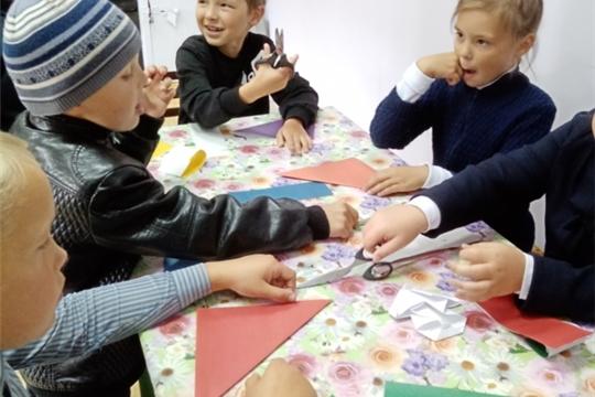 В Большекарачкинском СК прошел мастер класс в технике оригами «Осенние грибочки»