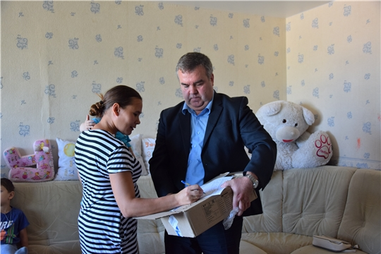 Чебоксарским многодетным и малоимущим семьям установили автономные пожарные извещатели