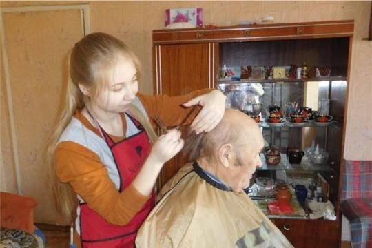 Акция «С заботой к ветеранам»:волонтеры-студенты  оказали ветеранам Великой Отечественной войны парикмахерские услуги на дому
