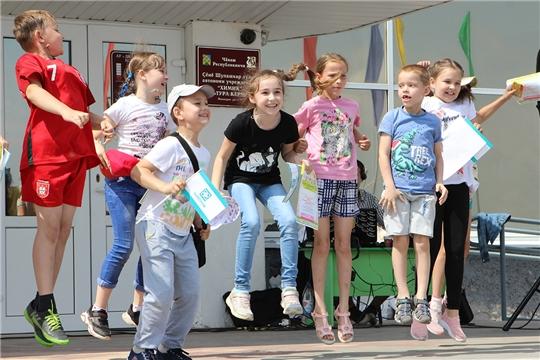 В День защиты детей юные горожане получили подарки от «Химпрома»