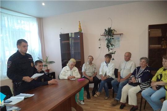 """Жители ТОС """"Радуга"""" и ТОС """"Солнечный"""" провели встречу с сотрудниками полиции"""