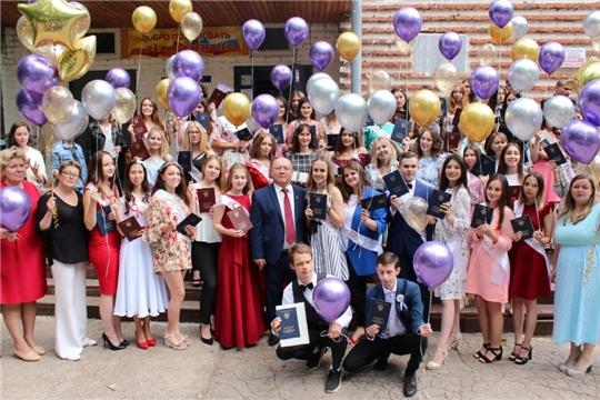 г. Новочебоксарск: в Академии технологии и управления состоялось торжественное вручение дипломов