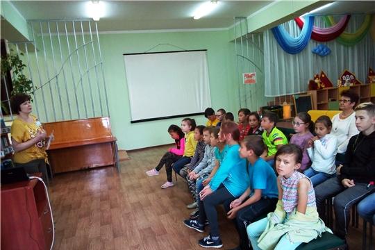 В библиотеке семейного чтения им. С.Маршака прошел урок «Толерантность - дорога к миру»