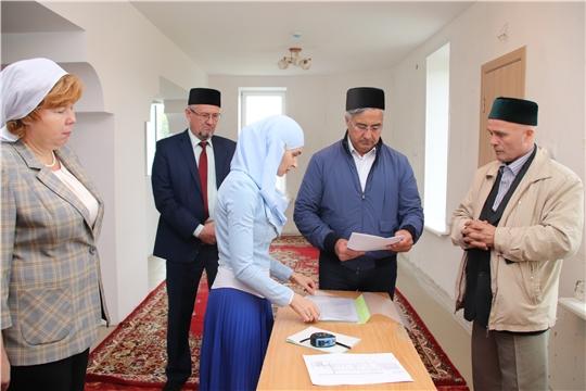 заместитель Премьер-министра Республики Татарстан Василь Шайхразиев посетил Соборную мечеть
