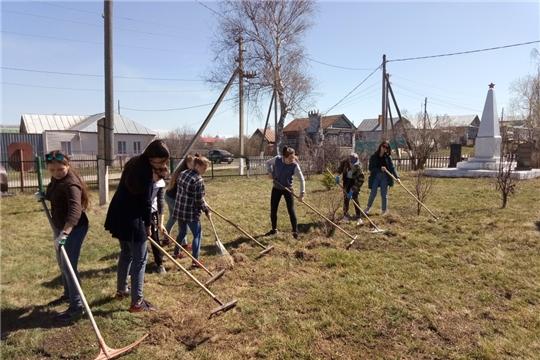 Юнармейцы Чувашии благоустроили территорию около 1 тысячи памятников к 9 мая