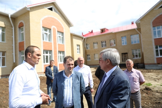 Глава Чувашии Михаил Игнатьев в ходе  рабочей  поездки посетил строящийся в  Канаше детский сад