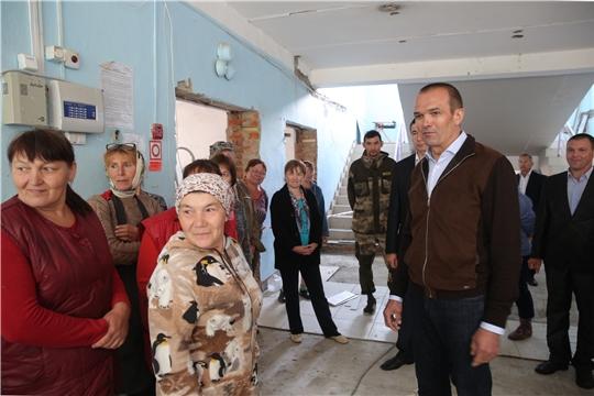 Михаил Игнатьев проинспектировал выполнение ремонта в Богатыревской средней школе Цивильского района