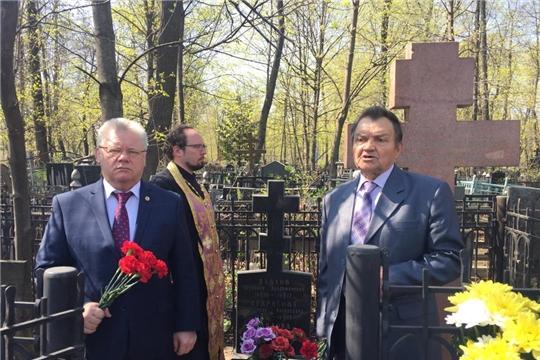 Возложение цветов к могиле выдающегося чувашского просветителя Ивана Яковлевича Яковлева