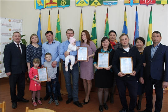 В Шемуршинском районе состоялось вручение Свидетельств о праве на получение социальной выплаты молодым семьям