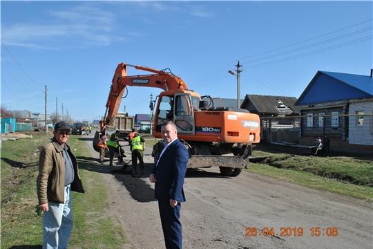 Глава администрации Шемуршинского района Владимир Денисов ознакомился с ходом выполнения работ по ямочному ремонту дорог