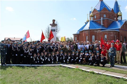 В Шемуршинском районе состоялось торжественное открытие бюста Герою России Олегу Долгову