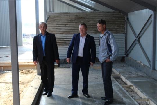 В Шемуршинском районе продолжается строительство животноводческой фермы