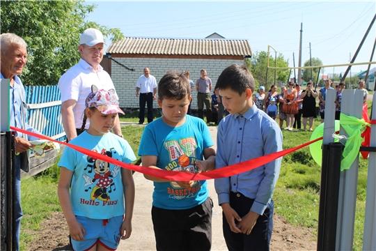 В рамках Международного дня защиты детей в Шемуршинском районе состоялось торжественное открытие двух детских игровых площадок
