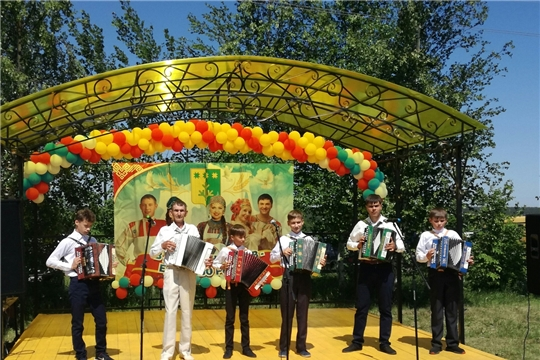 В рамках празднования районного праздника песни, труда и спорта «Акатуй-2019»  преподавателями Шемуршинской детской школы искусств была организована  детская площадка