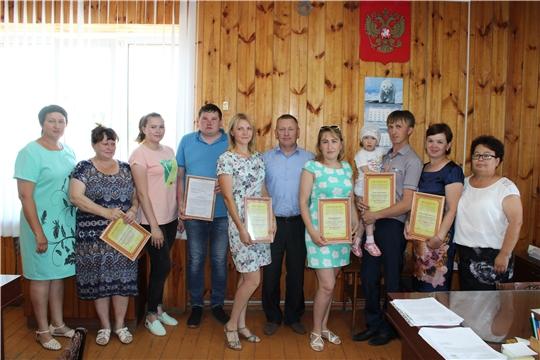 В преддверии дня России состоялось торжественное вручение Свидетельств о праве на получение социальной выплаты гражданам, в том числе молодым семьям и молодым специалистам